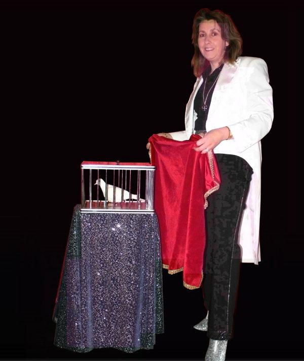 Maryline, Magicienne des enfants, Magicien au féminin